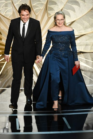 HOLLYWOOD, CA - FEBRUARY 26:  Actors Javier Bardem (L) and Meryl Streep walk onstage during the 89th Annual Academy Awards at Hollywood & Highland Center on February 26, 2017 in Hollywood, California.  (Photo by Kevin Winter/Getty Images)