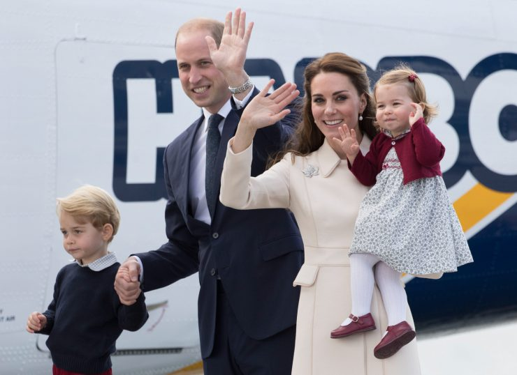 VICTORIA, BC - OCTOBER 01:  Catherine, Duchess of Cambridge,  Prince William, Duke of Cambridge, Prince George of Cambridge and Princess Charlotte of Cambridge depart Victoria on October 1, 2016 in Victoria, Canada.  (Photo by Samir Hussein/WireImage)